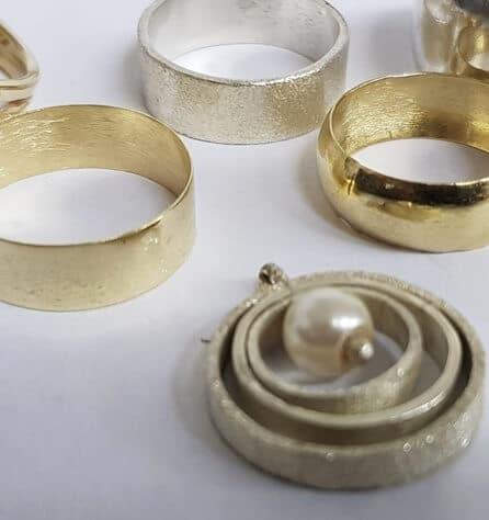 צורפות תכשיטים - מכללת ורצברגר